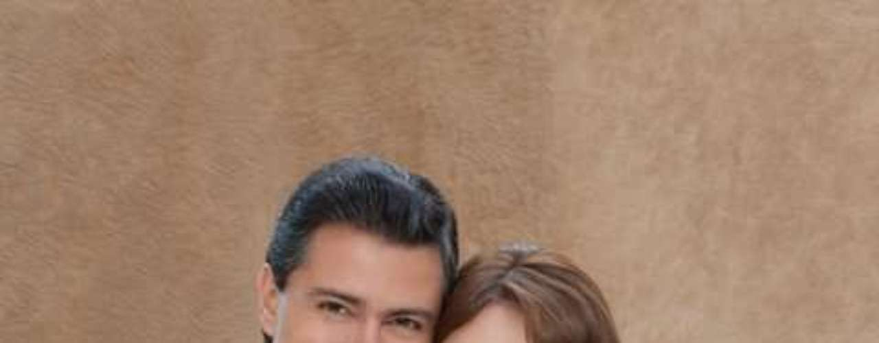 La estrategia mediática ha logrado presentar a Peña Nieto y su esposa como triunfadores que hacen una vida de novela, y esa imagen desvió la atención y alivió en cierto sentido la ansiedad de la gente derivada de la violencia del narcotráfico y de los problemas económicos.