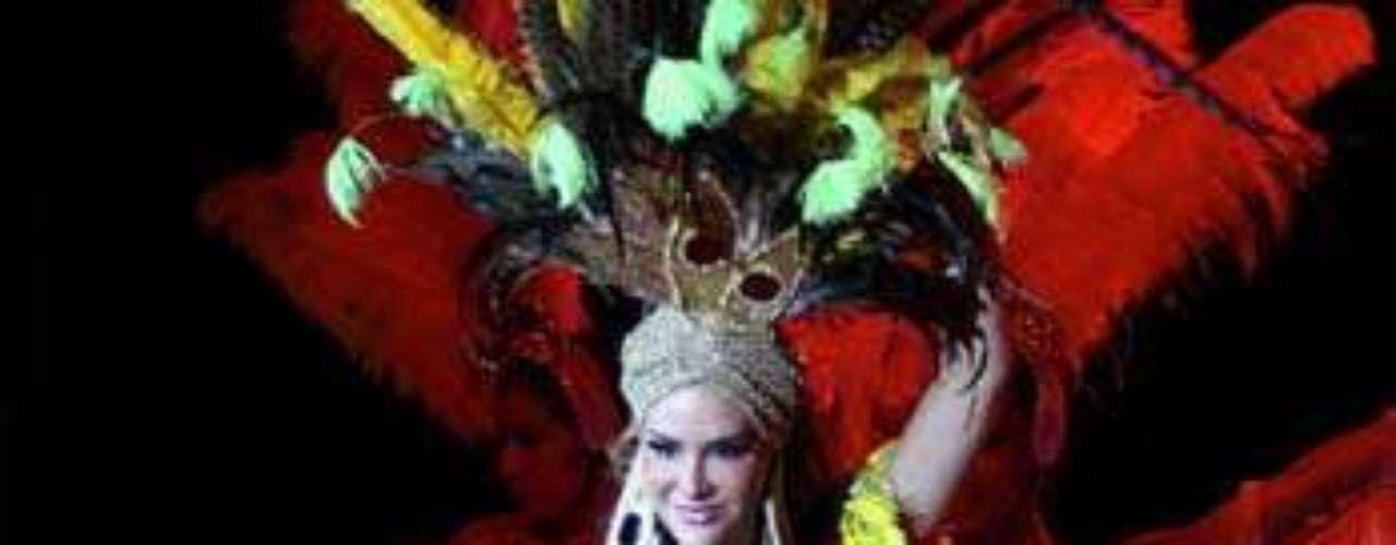Según la página TvyNovelas.com Ninel Conde  ya está cansada de interpretar al personaje Elena Tejero en el musical \