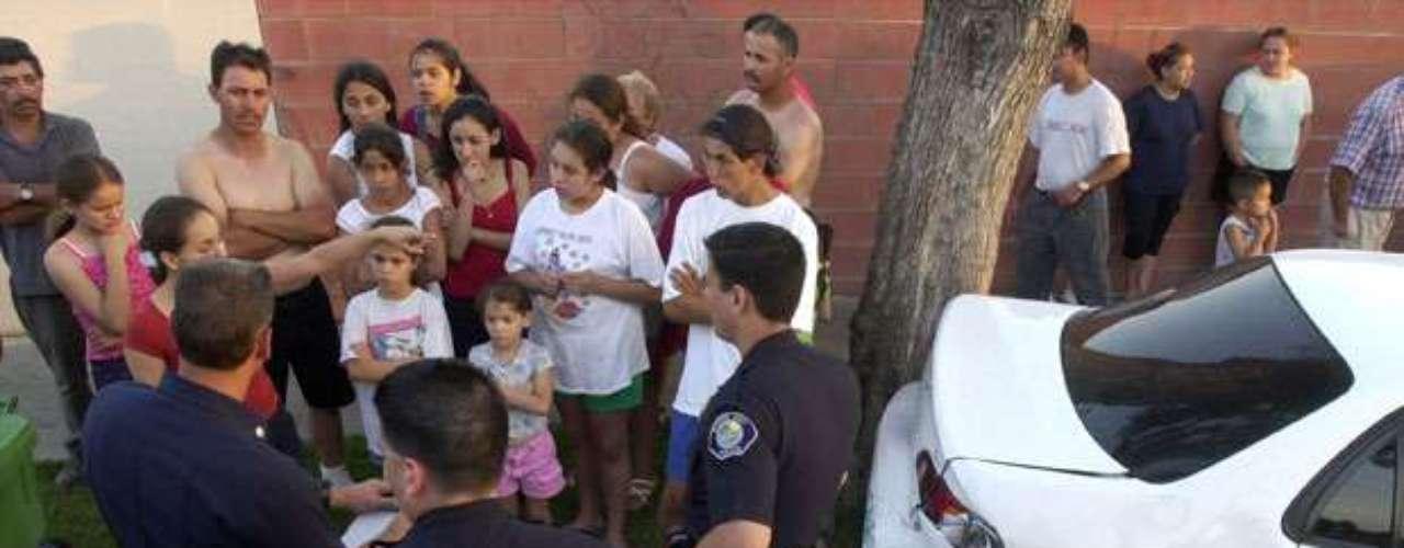 En el 2001 un auto se estrelló contra un árbol tras la activación de fuegos artificiales durante los festejos del Día de la Independencia en Santa Ana, California.