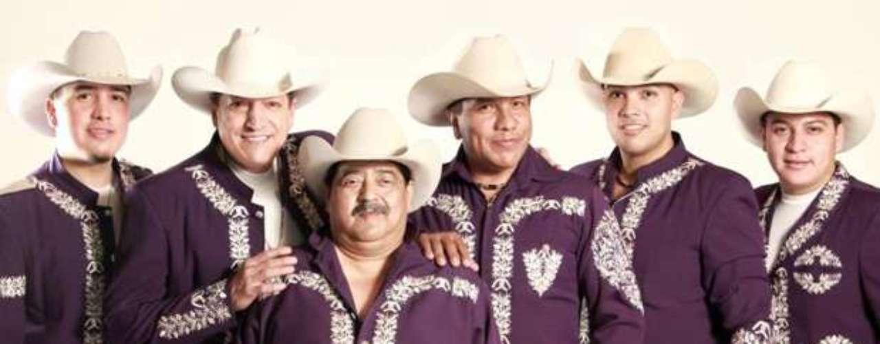 Según un comunicado de prensa, Bronco es insuperable en Paraguay, pues aún mantienen el récord de vender 62 mil entradas para un show en ese país, muy por encima de Sir Paul McCartney, Shakira, Aerosmith, Black Eyed Peas y Luis Miguel.