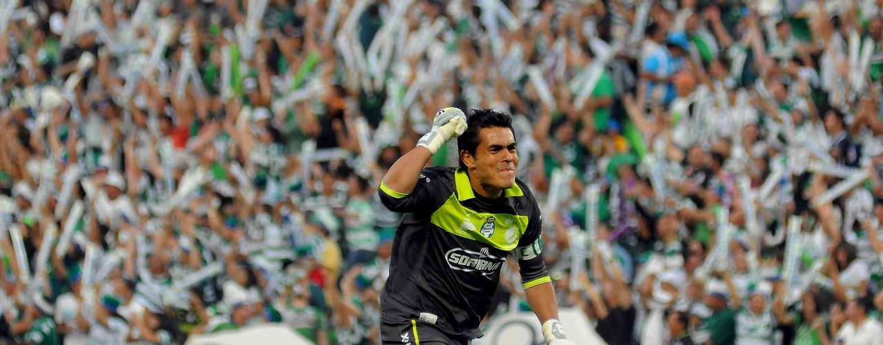 Goalkeeper Oswaldo Sanchez is also captain of the defending champions, Santos.