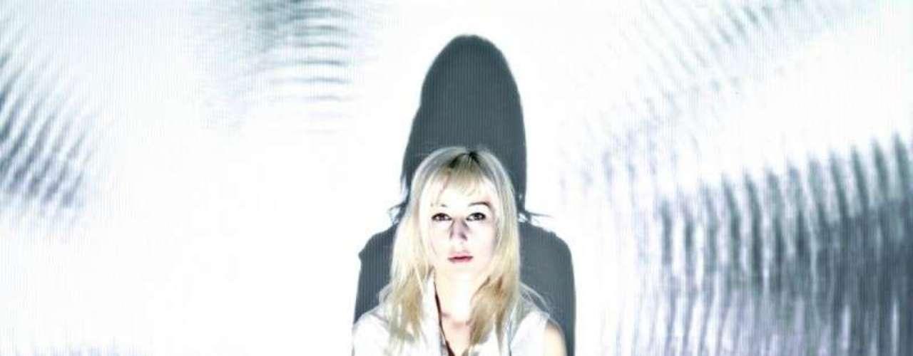 Zola Jesus, experimentación entre el rock y la electrónica.