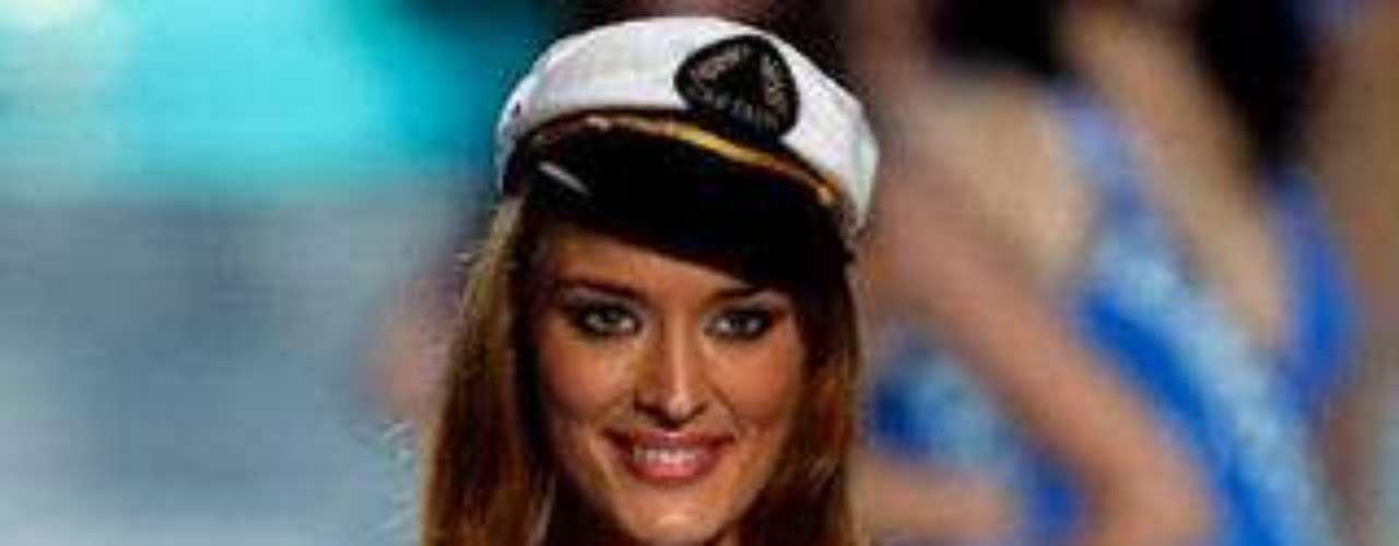 """Kelly Bochenko. En 2009, la ganadora de Miss París perdió su corona cuando salieron a la luz unas fotografías de ella desnuda. El comité de Miss Francia consideró las imágenes, de explícito contenido sexual, """"innobles, desagradables y escandalosas""""."""