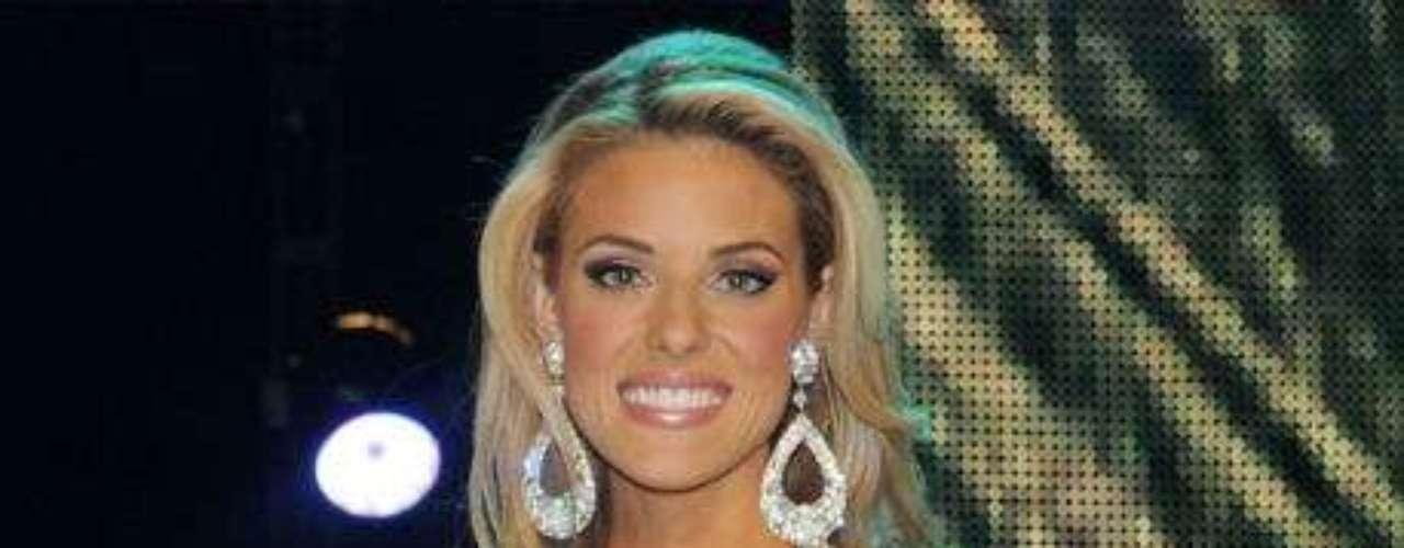 Carrie Prejean. En 2009, la ganadora de Miss California causó controversia al pronunciarse en contra de los matrimonios homosexuales. Este hecho ocasionó que hubiera protestas en su contra, que derivaron en la descalificación de su título.