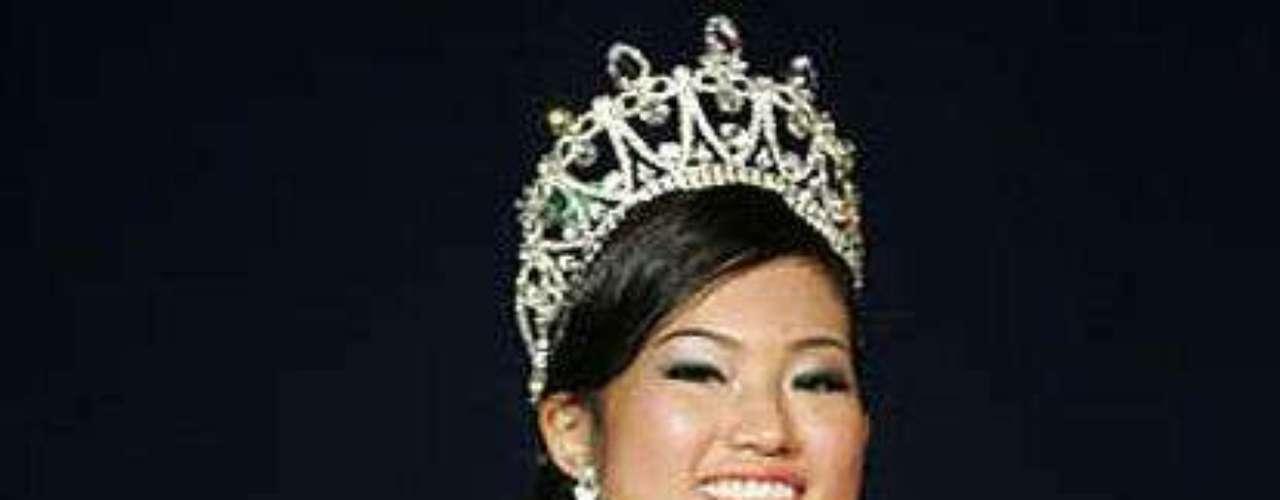 Ris Low. La ganadora de Miss Singapur y candidata a Miss Mundo 2009 tuvo que devolver su corona después que se conociera que se dedicaba a robar tarjetas de crédito para costear sus caprichos. Con estas gastó más de 4 mil euros.