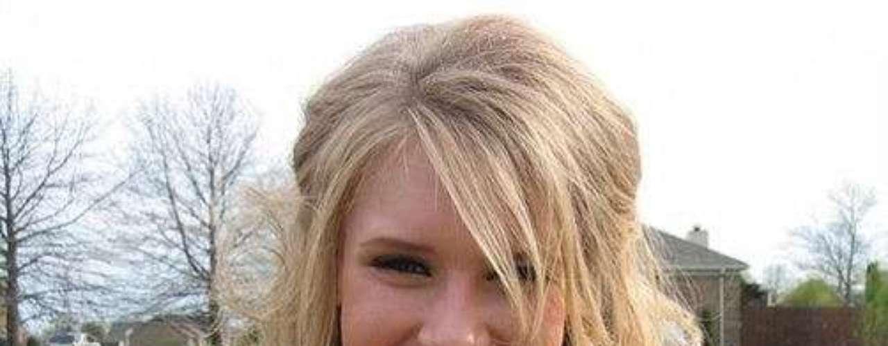 Alexandria Mills. No pasó ni un mes entre que ganó la corona de Miss Mundo 2010 y su pérdida. La causa fueron unas fotos que le mandó a quien fuera su novio. Ahí ella aparecía desnuda en un baño.