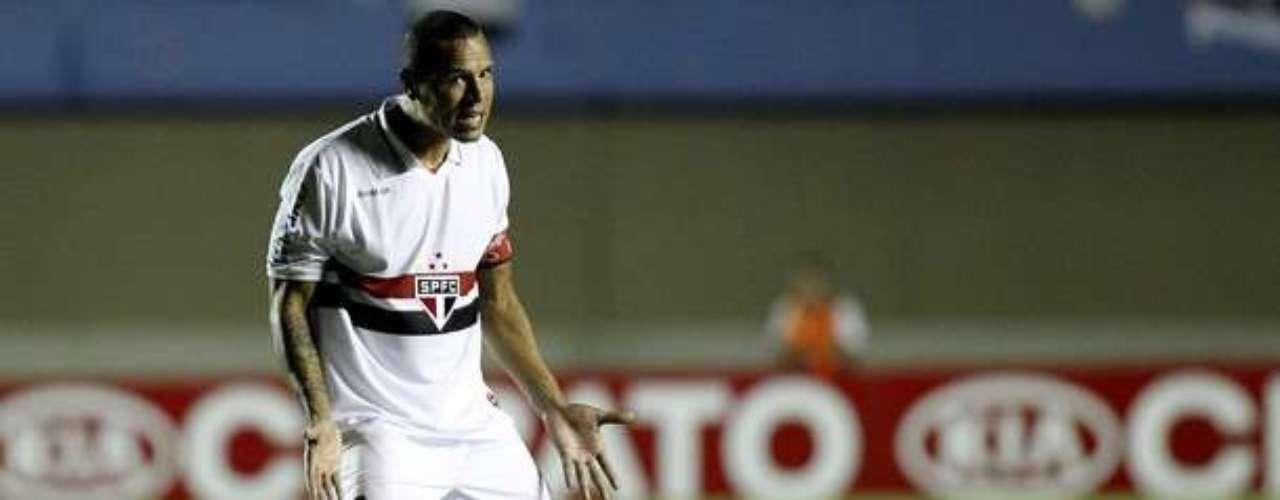 El delantero Luis Fabiano, que llegó del Sevilla de España, regresó al fútbol de su país tras 6 años en territorio español. Además en 2004 logró ganar de la mano de Mourinho la Copa Intercontinental con Porto. También con Sevilla conquistó dos Copas del Rey y una Supercopa de España-