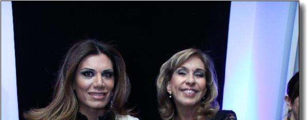 Florencia de la V y Georgina Barbarosa no quiseron quedarse afuera del desfile de su amigo Jorge Ibañez.