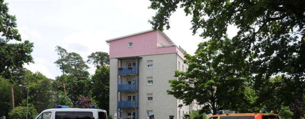 La toma de rehenes se inició a las 09h00 (07H00 GMT) en un apartamento del quinto y último piso de un inmueble situado en un arbolado barrio residencial, a pocos kilómetros al norte del centro de la ciudad.