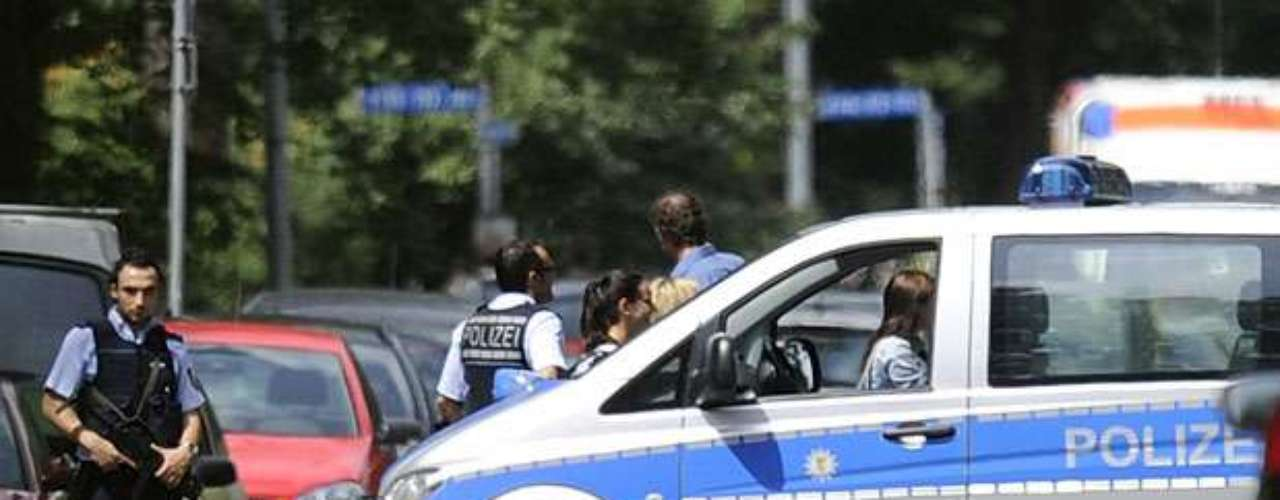 La edición internet del diario local Badische Zeitung indicó que el edificio se halla cerca de dos escuelas y guarderías infantiles. La policía recibió numerosas llamadas de padres inquietos. (Fuente: AFP)