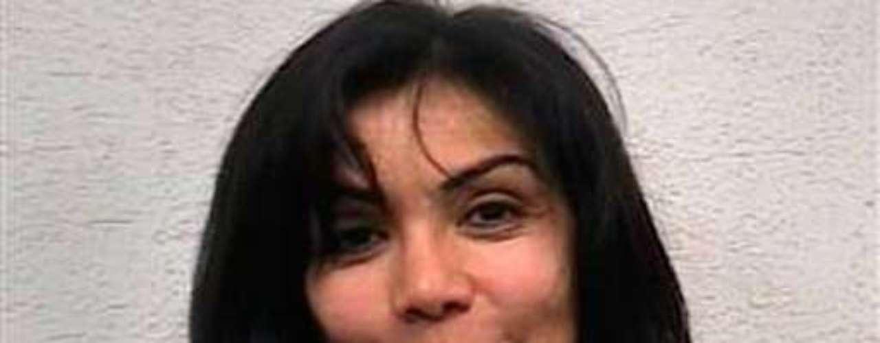 Fue elegida reina de belleza en su natal Sinaloa, sin embargo fue destronada de su título al quedar detenida el 23 de diciembre del 2008 junto a su novio Ángel Orlando García Urquiza, una de las cabezas del cártel de Juárez. La bella mujer fue detenida en un retén militar cuando iba acompañada de siete hombres con armas y miles de dólares en efectivo en la ciudad de Guadalajara. El 30 de enero del 2009 quedó en libertad, al no comprobarle que tuviera relación alguna con el crimen organizado.