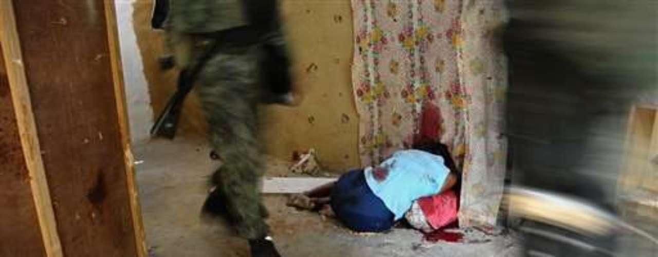 Los crímenes contra mujeres en manos del crimen organizado también han ido a la alza, en ciudades como Ciudad Juárez y Tijuana. El sexo femenino está siendo víctima de ejecutores que sin piedad por ajuste de cuentas matan a sus víctimas de manera sanguinaria.