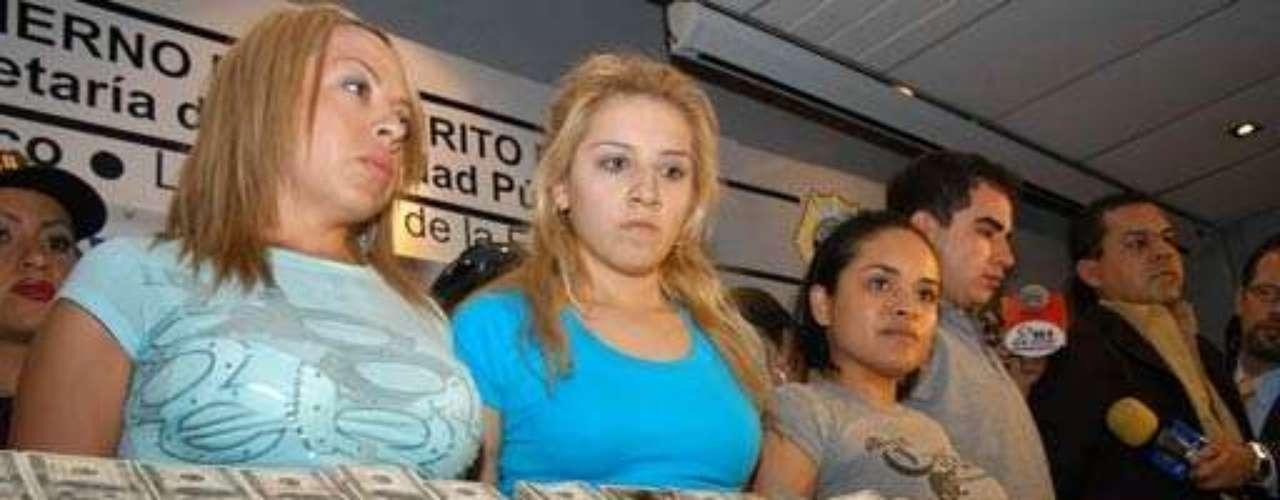 La inclusión de mujeres en el narcotráfico es cada vez más grande, la mayoría se integra por ser novia de algún capo, otras por necesidad se dejan utilizar como 'mulas', sin embargo liderar un cártel es casi imposible. Sin embargo autoridades mexicanas identificaron a la nueva líder del Cartel de Tijuana. Se llama Enedina Arellano Félix. Estudió Contaduría en una universidad privada, Es el único caso de una mujer que dirige una organización de tráfico de drogas en México, según reconoce el Ministerio de Seguridad Pública.