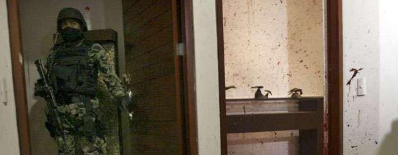 El esfuerzo por combatir al enemigo ha dejado alrededor de 60 mil muertes por vía de ejecuciones, enfrentamientos entre bandas rivales y agresiones a la autoridad, según un recuento de diciembre del 2006 a enero del 2012. Las víctimas incluyen efectivos de seguridad, civiles y narcotraficantes como Arturo Beltrán Leyva (en la foto), Ignacio Coronel Villarreal, Antonio Ezequiel Cárdenas Guillén y Nazario Moreno.