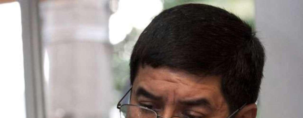 El año pasado, el panista Javier Corral Jurado denunció que bandas del crimen organizado en Michoacán operaron a favor de candidatos priistas durante el proceso electoral de noviembre en ese estado. Corral declaró que aspirantes de otros partidos recibieron amenazas del narco y hasta auguró una posible \