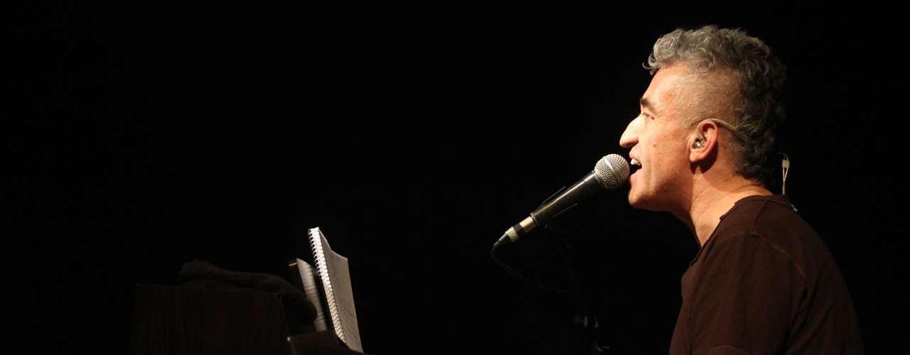 Jorge González repasó sus éxitos de 'Prisionero', versionó a Violeta Parra, habló de política y dedicó shows a sus antepasados, en el Centro Cultural Amanda