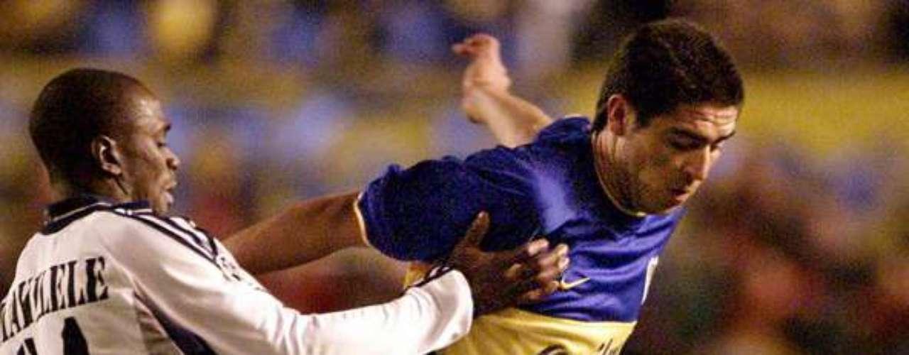 No había barreras para don Román, como era ya conocido en las tierras de la plata. En el año 2001 Boca se encontró con el Real Madrid en la final de la Copa Intercontinental, competición que enfrentaba al campeón de la Copa de Europa y al de la Libertadores. Boca derrotó al Real Madrid de La Séptima, con una gran actuación de Riquelme, incluido un pase de 50 metros que se convirtió en una asistencia de gol para su compañero Palermo.