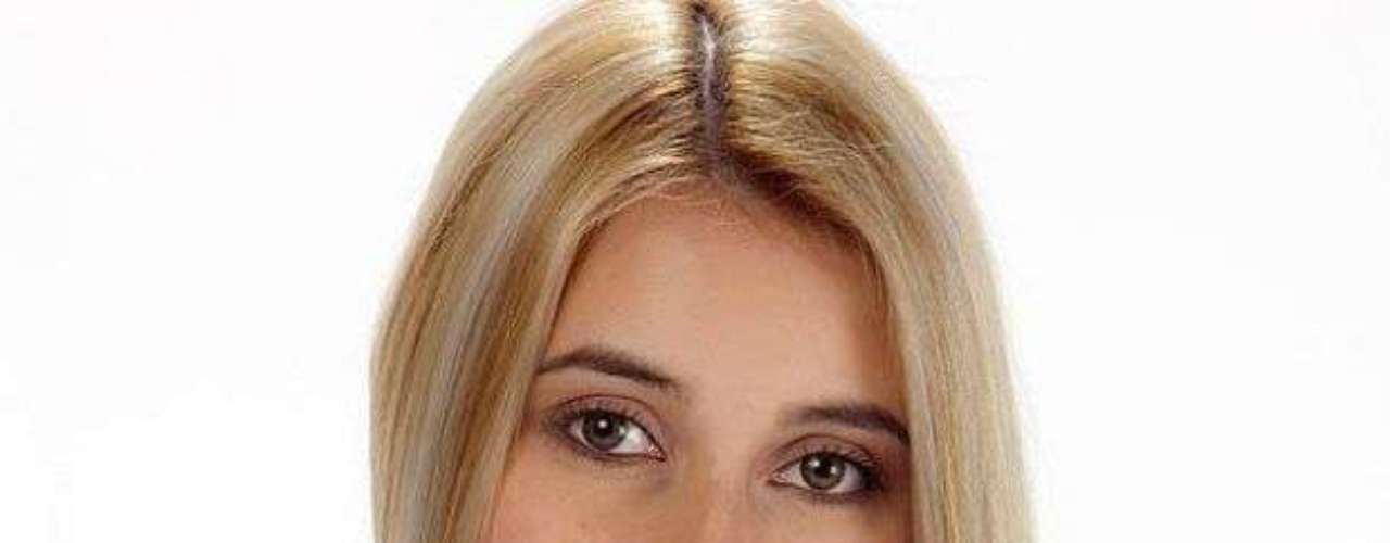 Manuela Gómez. La participante de 23 años de edad ha mantenido una relación con Edwin en la casa estudio, pero en los últimos días se ha mostrado demasiado sensible, según ella, porque nunca ha sentido que sea feliz, pero al parecer está guardando un gran secreto.  Manuela asegura no haber tenido  una vida fácil y haber llevado una mala relación con sus padres.