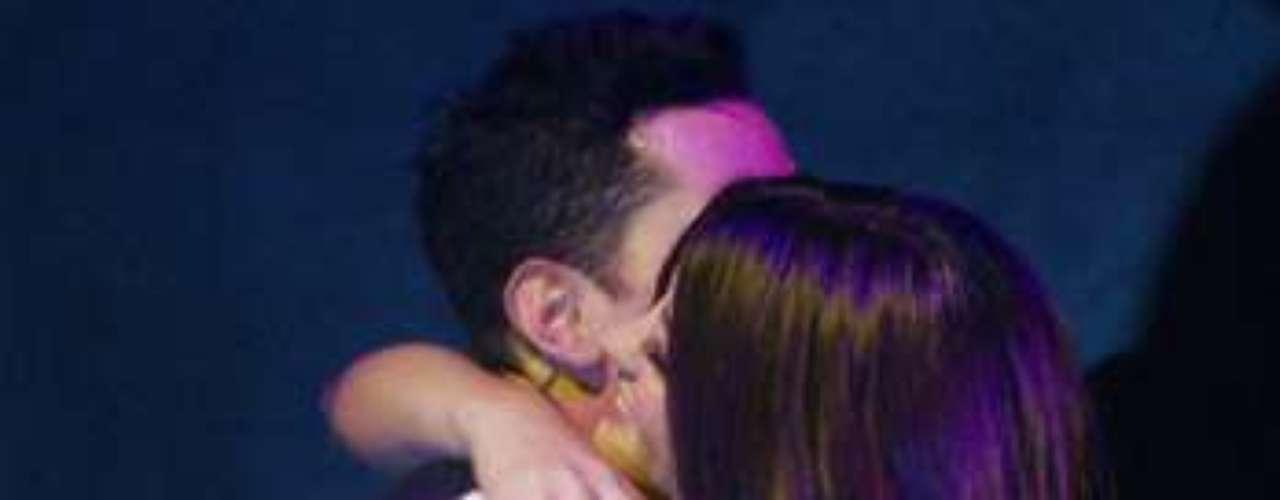 Christian y Maite se abrazaron de la emoción que sintieron al volver a cantar juntos.