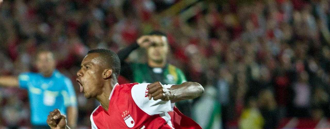El delantero vallecaucano sorprendió en varias oportunidades al guardameta Julián Mesa, preparando el terreno para conseguir sus goles