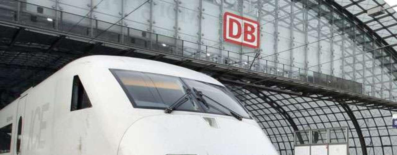 El ICE -InterCityExpress- es el sistema de trenes de alta velocidad de Alemania que circula por dicho país y por países vecinos. Se puede decir que es el servicio de mayor calidad ofrecido por la empresa Deutsche Bahn. La red ICE se inauguró oficialmente el 29 de mayo de 1991.
