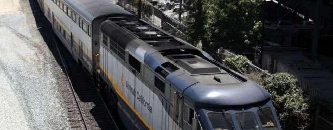 California, uno de los estados más grandes de Estados Unidos, se encuentra en vías de construir el primer tren de alta velocidad en el país. El estado aprobó una inversión de miles de millones de dólares para el arranque del tramo inicial de una de las primeras líneas de tren rápido en Estados Unidos, entre Los Angeles y San Francisco. Este tipo de transporte es muy común, principalmente, en países europeos. Conoce los trenes más veloces que existen alrededor del mundo: