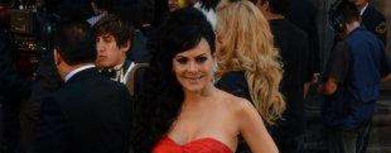 Comosiempre, una de las más hermosas del evento, en un espectacular traje 'haute couture' rojo.Síguenos en:     Facebook -   TwitterEugenio Derbez y Alessandra Rosaldo se dieron el 'sí'FOTO: El regalo de Eugenio Derbez a Alessandra Rosaldo en su boda: ¡Tremenda motocicleta! '