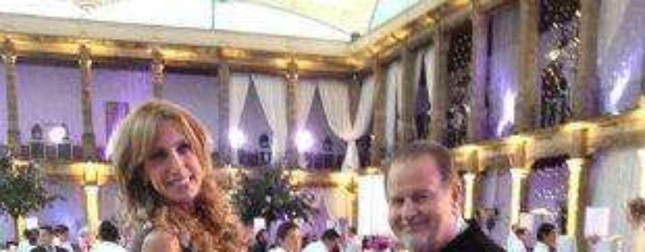 Ya todos sabemos que Lili Estefan es una bailarina consumada... ¡El que quiera más, que le piquen caña!Síguenos en:     Facebook -   TwitterEugenio Derbez y Alessandra Rosaldo se dieron el 'sí'FOTO: El regalo de Eugenio Derbez a Alessandra Rosaldo en su boda: ¡Tremenda motocicleta! '