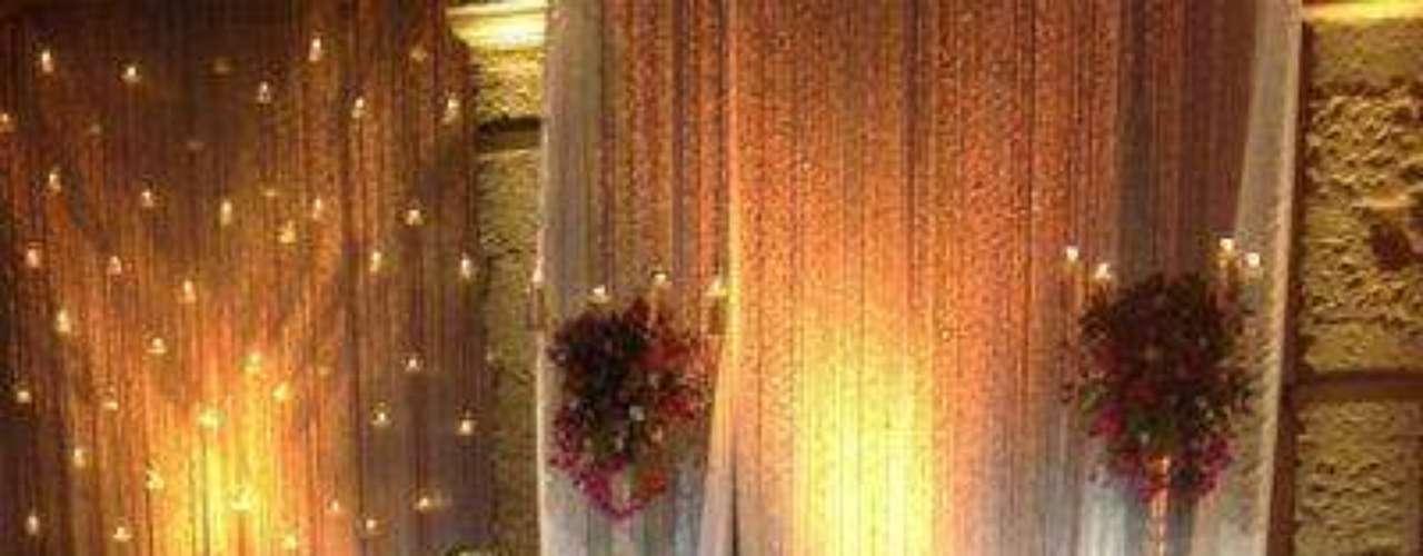 La feliz pareja estaba camino al salón de la recepción, pero entre tantos amigos, actores y actrices y presentadores famosos se perdieron un rato para saludar y tomarse un montonón de fotos para el recuerdo...Síguenos en:     Facebook -   TwitterEugenio Derbez y Alessandra Rosaldo se dieron el 'sí'FOTO: El regalo de Eugenio Derbez a Alessandra Rosaldo en su boda: ¡Tremenda motocicleta! '