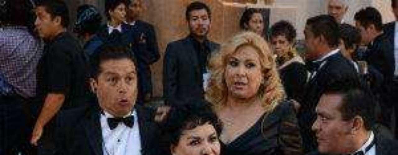 Fiel a su estilo, doña Carmelita Salinas no podía dejar de asistir a la ceremonia de dos de sus mejores amigos y colegas del medio.Síguenos en:     Facebook -   TwitterEugenio Derbez y Alessandra Rosaldo se dieron el 'sí'FOTO: El regalo de Eugenio Derbez a Alessandra Rosaldo en su boda: ¡Tremenda motocicleta! '