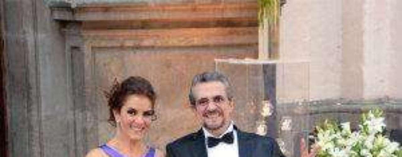 Osea, la crema y nata de la televisión mexicana en pleno.Síguenos en:     Facebook -   TwitterEugenio Derbez y Alessandra Rosaldo se dieron el 'sí'FOTO: El regalo de Eugenio Derbez a Alessandra Rosaldo en su boda: ¡Tremenda motocicleta! '