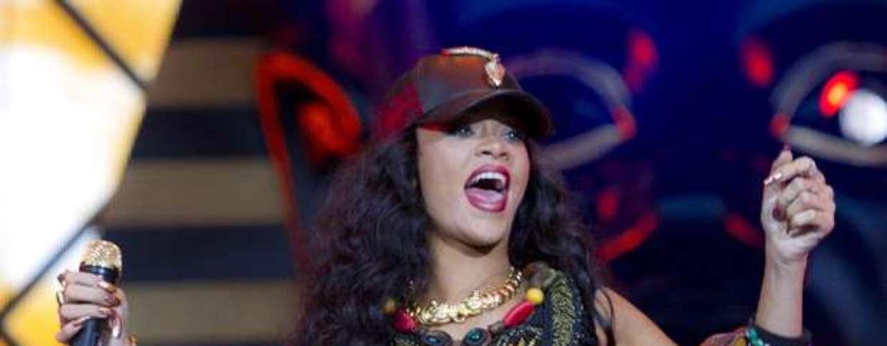 Mucha energía le puso Rihanna a su performance.