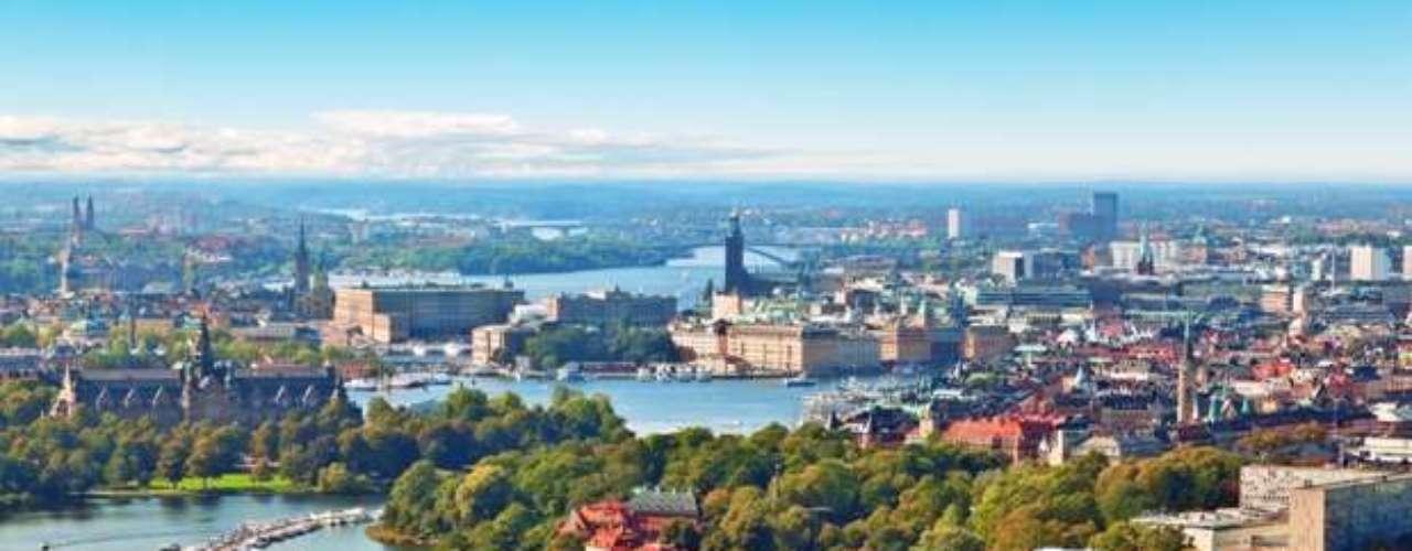 En el sexto lugar se encuentra la capital de Suecia: Estocolmo. El domicilio social de más de 40% de las empresas suecas se sitúan en Estocolmo, que es el centro económico y financiero de Suecia. Aquí están ubicadas algunas empresas de alta tecnología, como Ericsson, Electrolux o AstraZeneca, en el distrito de Kista, que es uno de los centros europeos más dinámicos en lo referente a las tecnologías de la información y de la comunicación. El turismo se ha convertido desde hace unos años en una actividad muy importante para la ciudad de Estocolmo, con 7 millones de visitantes anuales.