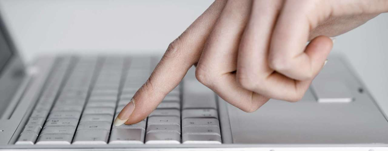 """El """"internet blackout"""" o interrupción en el servicio de internet provocado por el virus """"Internet Doomsday""""  (Día del Juicio Final de Internet) que infectó a miles de computadoras mediante una publicidad engañosa, ya tocó la puerta del mundo cibernético este lunes a las 12:01 a.m."""