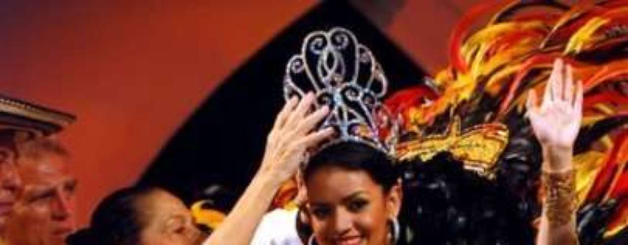 Uno de sus sueños cumplidos fue haber sido la Reina del Carnaval de la 44 en el año 2009 en su ciudad.