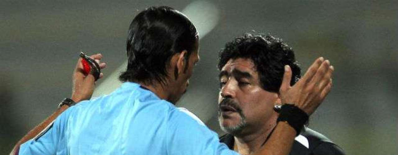 Maradona had several incidents at Al Wasl, including expulsions and an incident where he kicked a fan during a club event.