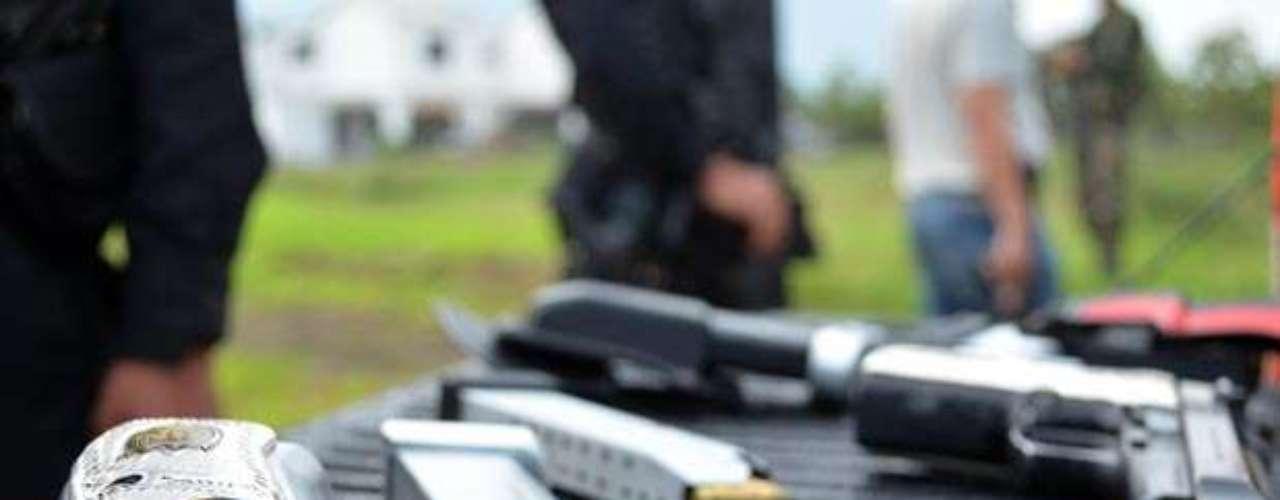 La que fuera su novia afirma que cuando lo volvió a ver, bautizado con un alias y portando armas, él le contó detalles de su papel en Los Zetas. \