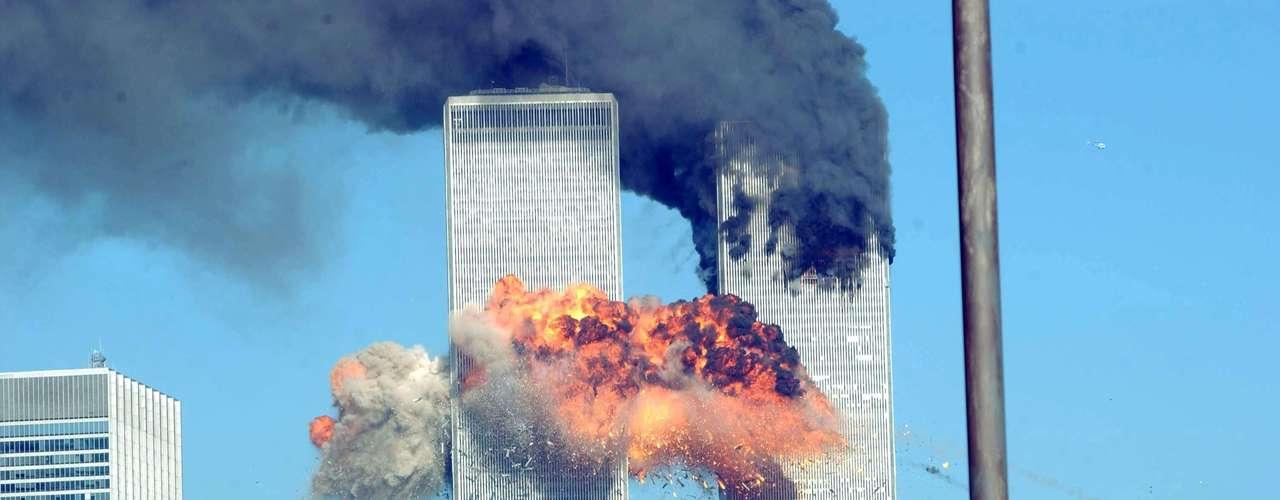 Minutos después de que el primer avión chocara con una de las Torres Gemelas en el World Trade Center, los canales de televisión comenzaron una cobertura continua que duró días y no ha desaparecido de la memoria de la gente.