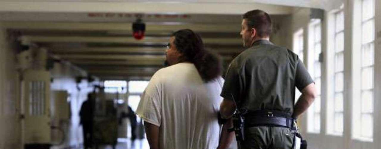 El total de delitos atribuidos a las pandillas disminuyó un 16,2 % y cayó de 2.513 en la primera mitad del año pasado a 2.105 en el periodo homólogo de 2012.