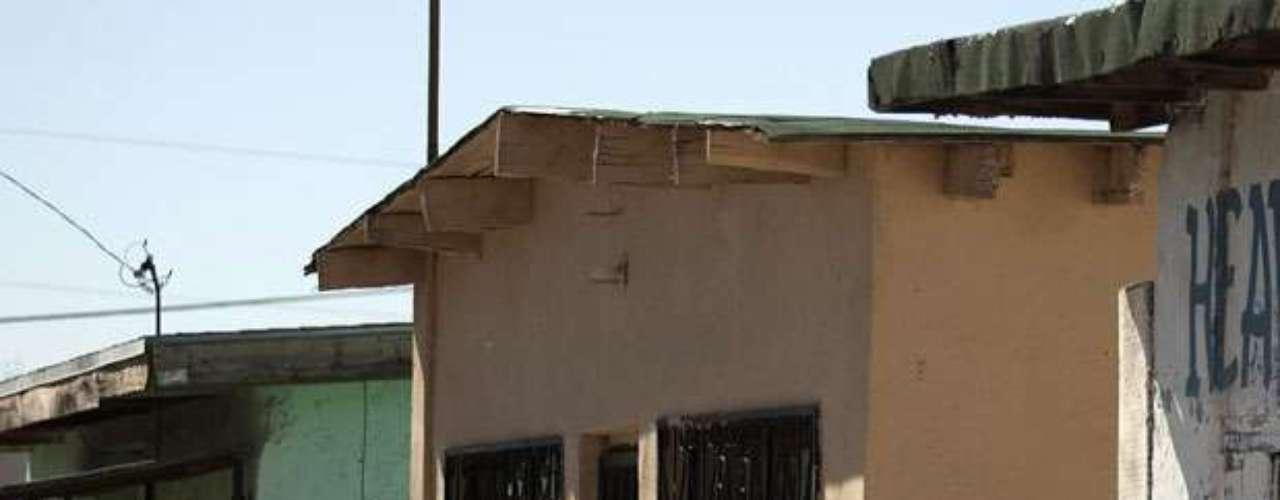 Una encuesta de la Universidad Autónoma de Ciudad Juárez, divulgada en marzo, revela que desde 2007 más de 250,000 personas han abandonado Ciudad Juárez tras ser víctimas de un crimen o temor de serlo. En la huida, la gran mayoría dejó sus casas abandonadas.