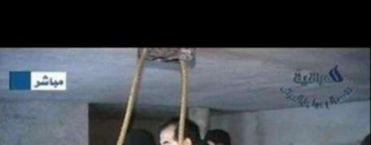 La captura y ejecución de Sadam Husein (2006) El 30 de diciembre de 2006 tuvo lugar la ejecución del exdictador Saddam Husein. Había sido líder de Iraq desde 1979 hasta 2003. Ese año se le capturó y se le juzgó por crímenes contra la Humanidad. El Altro Tribunal iraquí lo delcaró culpable y lo condenó a morir en la horca.