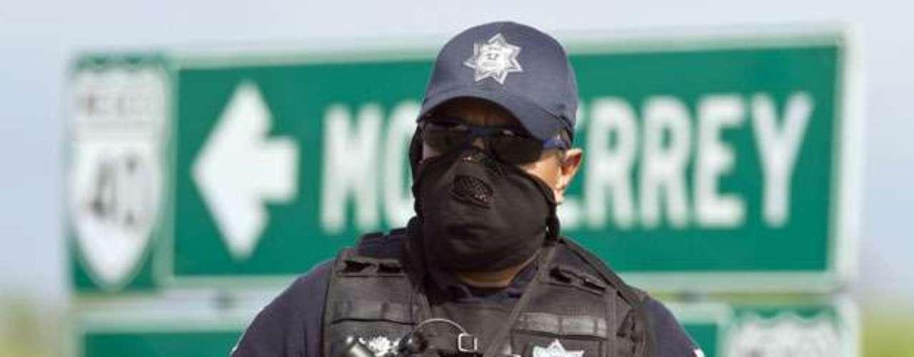 Pero una limpieza de las policías dependería básicamente de los gobiernos estatales. \