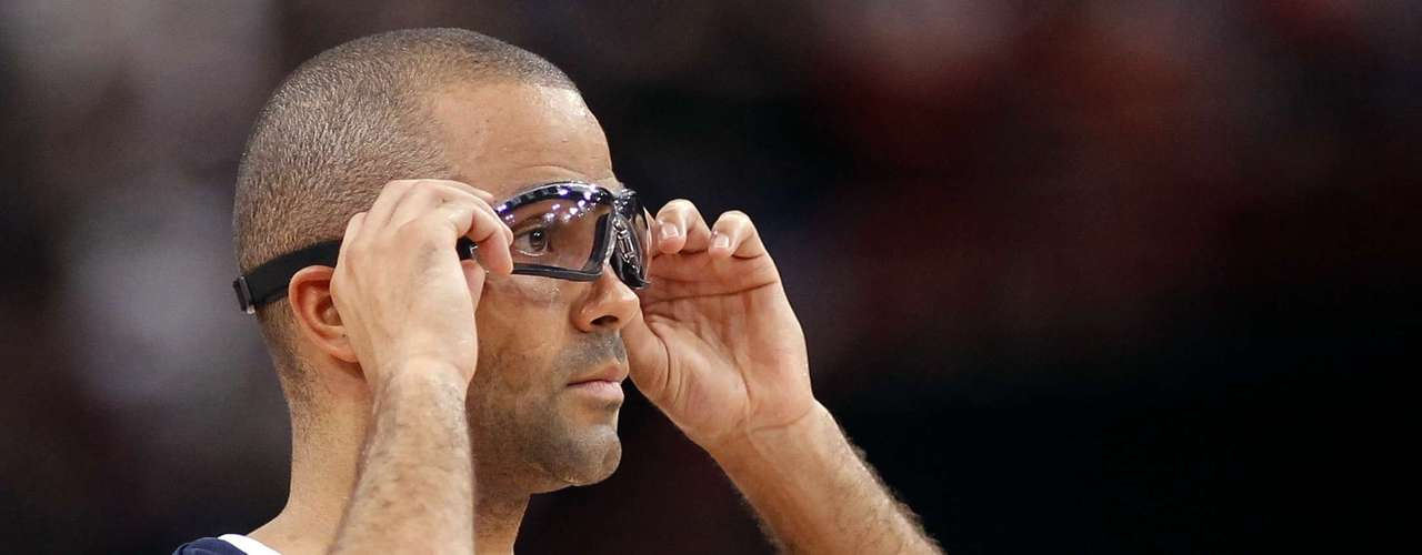France's Tony Parker adjusts his glasses while playing against Spain in the second quarter of their Olympics national teams' friendly match in Paris July 15, 2012. REUTERS/Benoit Tessier (FRANCE - Tags: SPORT BASKETBALL OLYMPICS)