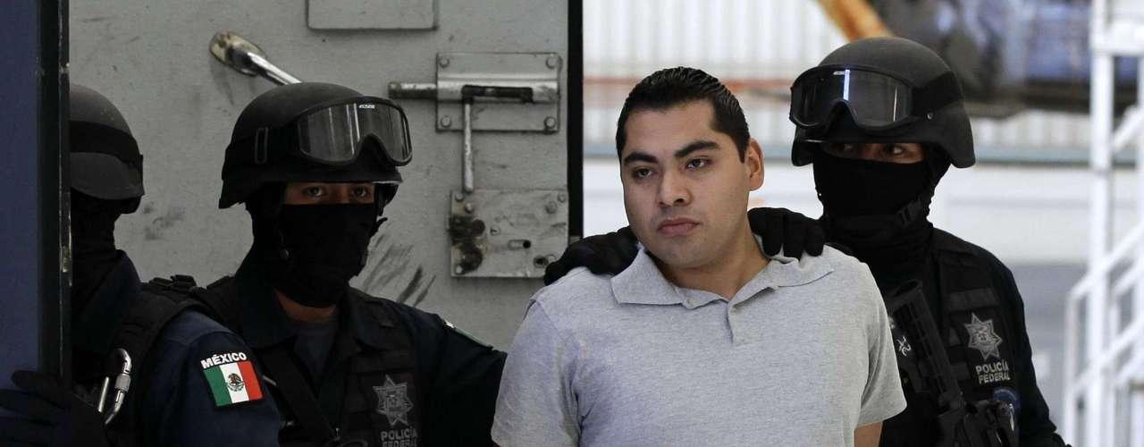 Cárdenas Palomino dijo que Lugo de León confirmó que uno de los dos oficiales que abrieron fuego contra sus compañeros estaba a punto de ser esposado por presuntamente haber traficado drogas en la terminal.