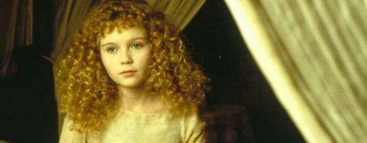 Claudia (Kirsten Dunst) en Entrevista con el vampiro (1994): Claudia es una niña huérfana en la Nueva Orleáns del siglo XVIII, pero en realidad es una pequeña vampira.