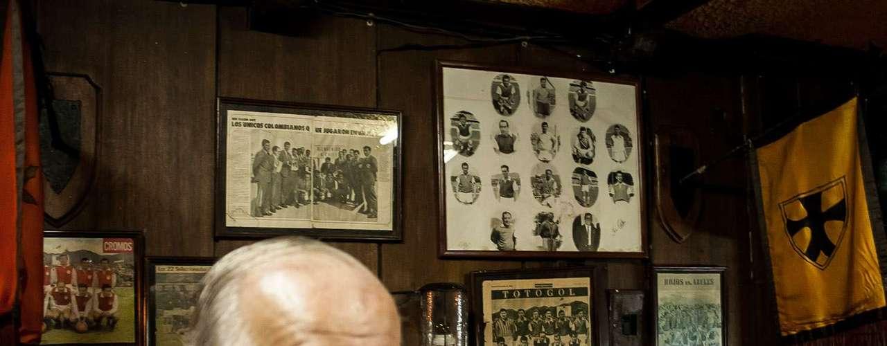 El exjugador actualmente maneja un restaurante en el norte de Bogotá, llamado la Taberna del Rey Arturo, en el que se puede conocer un poco de su historia con Santa Fe.