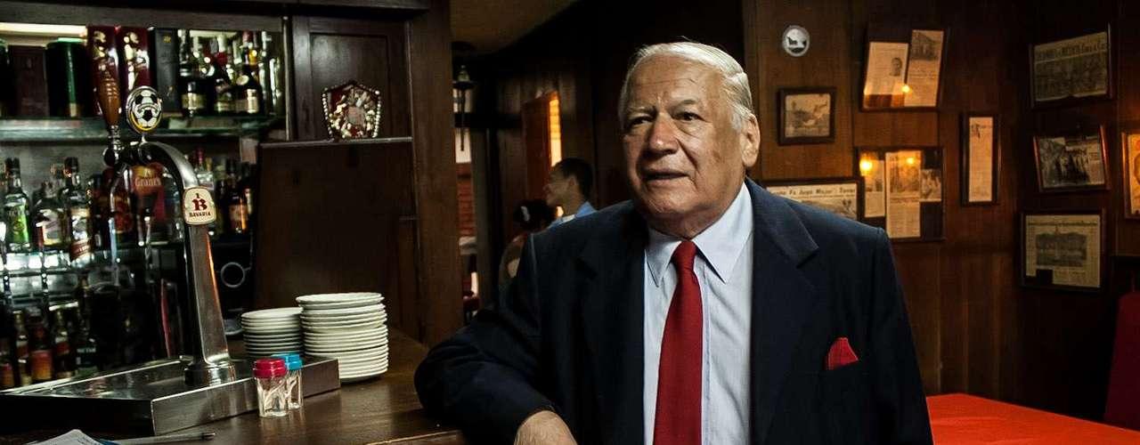 Además, luego de retirarse, trabajó como profesor de las divisiones inferiores de Santa Fe, en donde sacó a jugadores como Wilson Gutiérrez, el hoy técnico del cuadro albirrojo.