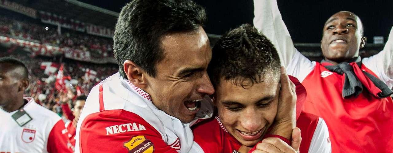 La felicidad se apoderó de cada uno de los integrantes de Independiente Santa Fe al conseguir el título de la Liga Postobón I-2012, tras 37 años sin lograrlo.  Con lágrimas, sonrisas y cantos celebraron la consecución de la séptima estrella en el FPC.