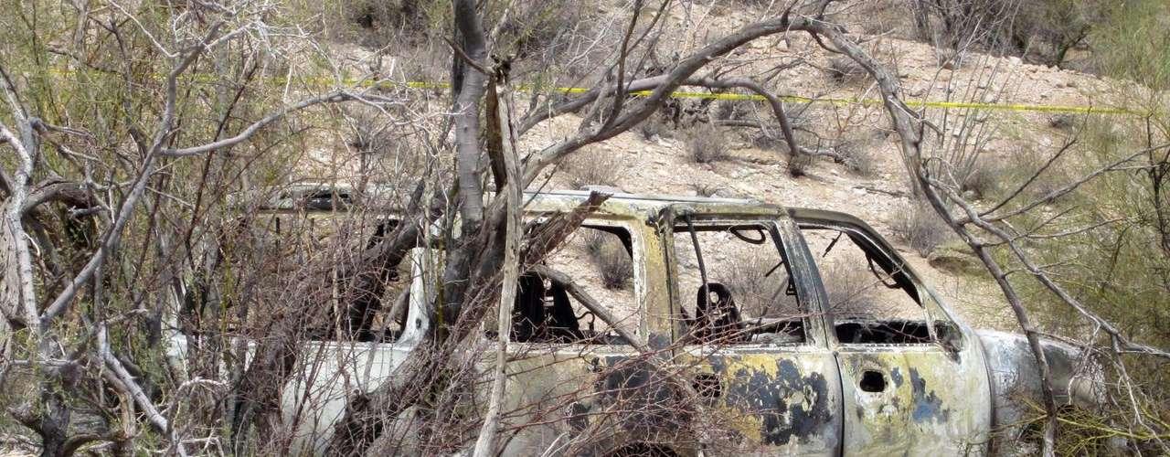 Este vehículo quemado fue hallado con cinco cuerpos en Casa Grande, al oeste de Arizona, el pasado 4 de junio de 2012.