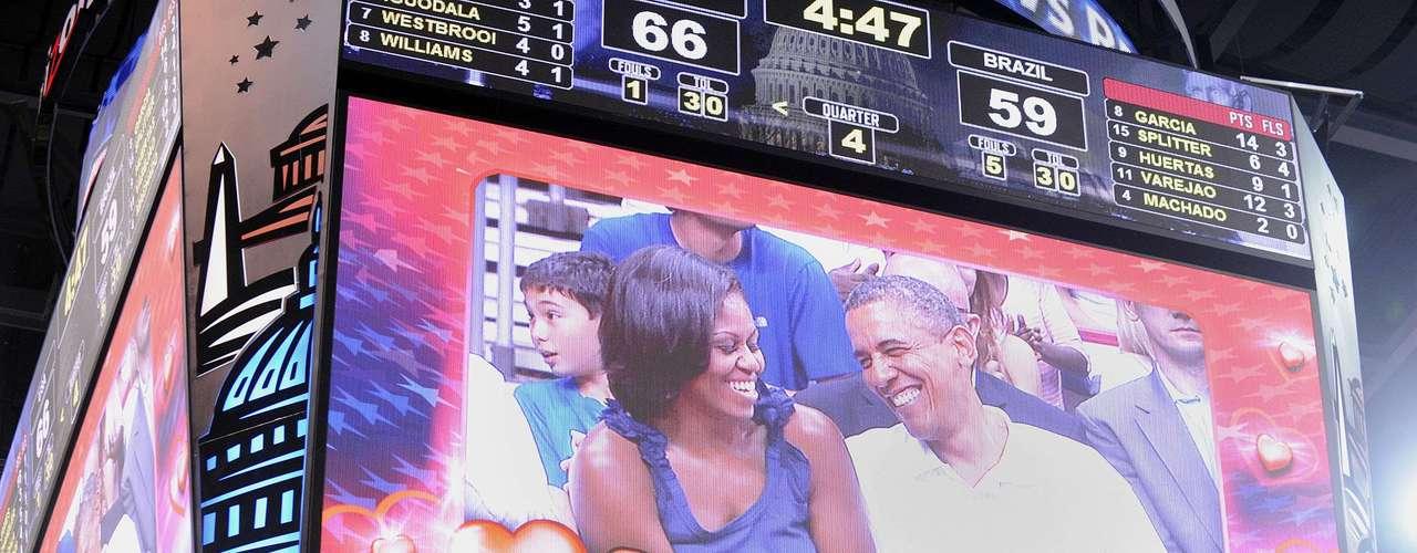 El ´Kiss Cam' es un popular ingrediente en todos los eventos deportivos en este país. Enfocan a las parejas, muestran su imagen en las pantallas gigantes y los obligan a darse un beso.